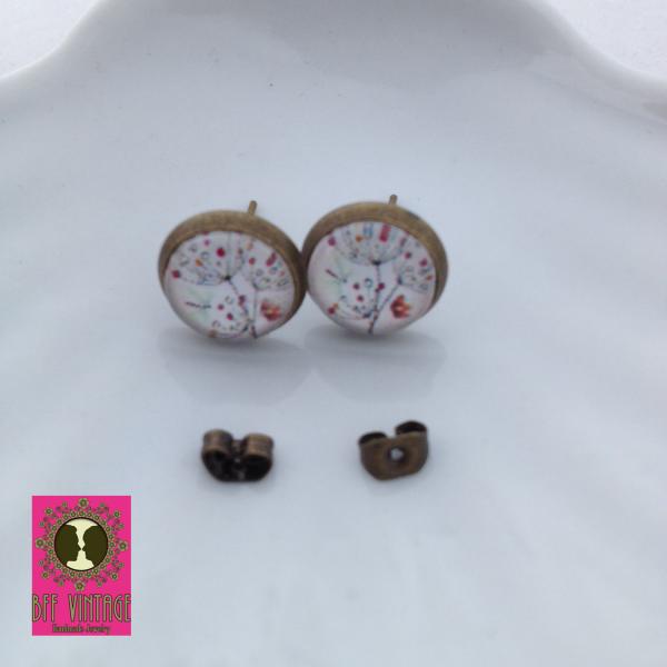 Bronskleurige oorstekertjes met pluizenbloemen