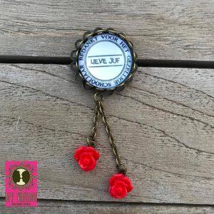 BFF Vintage - Broche bedankt voor het gezellige schooljaar - rode roosjes.